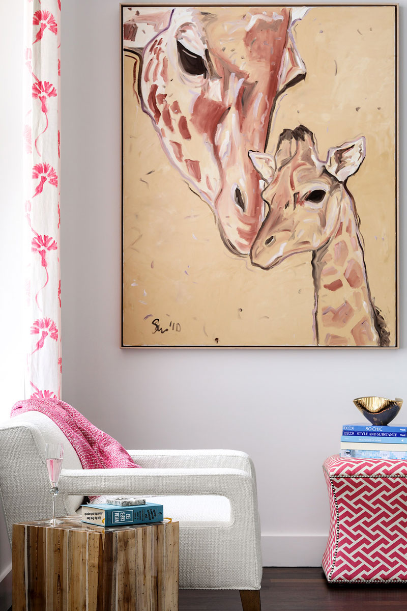06 Chair Ottoman Side Table with Art Giraffe Paiting