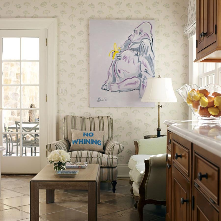 -kitchen-sitting-area-wallpaper-artowrk-pillow-lamp