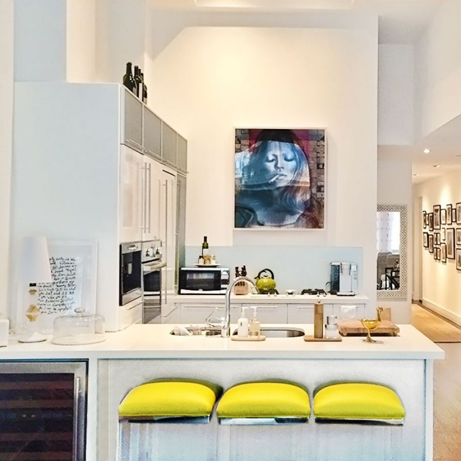 -modern-city-loft-kitchen-bar-with-art
